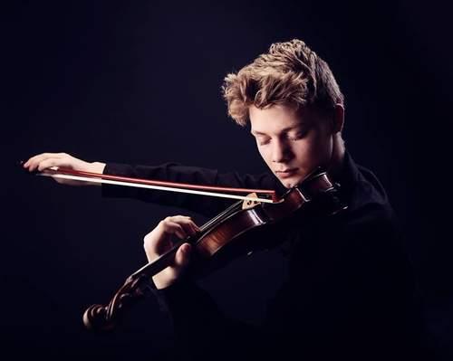 Joakim Røbergshagen og Mona Spigseth (fiolin og klaver)