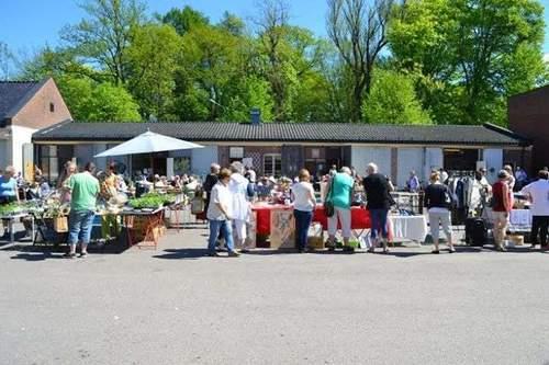 Søndagsmarked på Garasjetorget på Karljohansvern