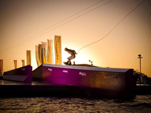 Surf City - wakeboard kabelkonkurranse midt i Tønsberg by